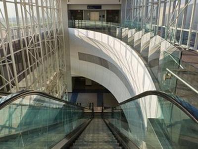展覽館自動人行道